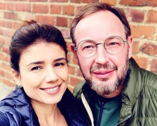 A cantora Paula Fernandes confirmou o término do relacionamento de cinco meses com o jornalista Claudio Mello