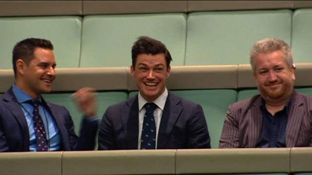 A reação de Ryan Bolger ao pedido de casamento de seu parceiro, o deputado Tim Wilson.