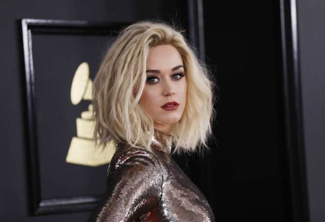 A cantora Katy Perry se inspirou no universo das sereias para sua linha de maquiagem
