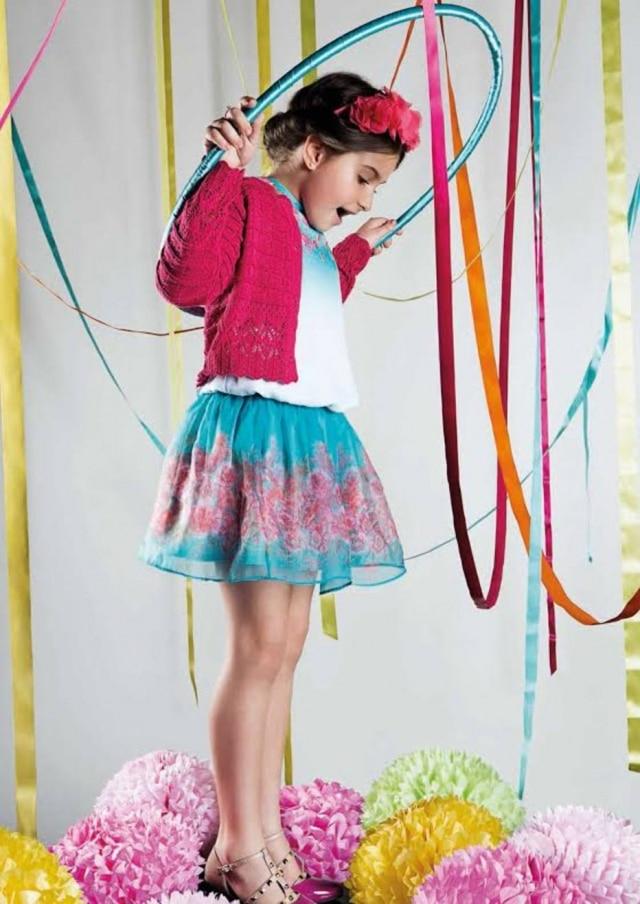 É comum que os filhosse inspirem nos pais na hora de se vestir, mas este é um processo que deve ser leve e proporcionar um momento de liberdade criativa à criança