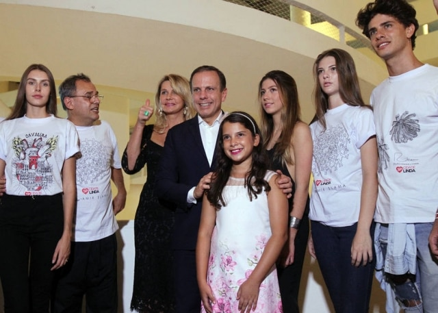 O prefeito de São Paulo João Doriaacompanhado de sua mulher Bia, sua filha Carol e o idealizador da SPFW Paulo Borges.