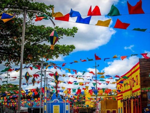 Festa de São João, palco tradicional de artistas de forró, agora costumam ter apresentações de duplas sertanejas.