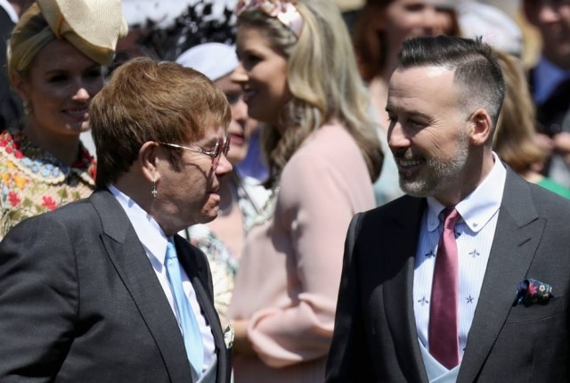 O cantor britânico Elton John foi o convidado pelo príncipe Harry e por Meghan Markle para se apresentar na primeira dança do casal