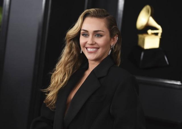 Miley Cyrus no tapete vermelho do Grammy Awards 2019.