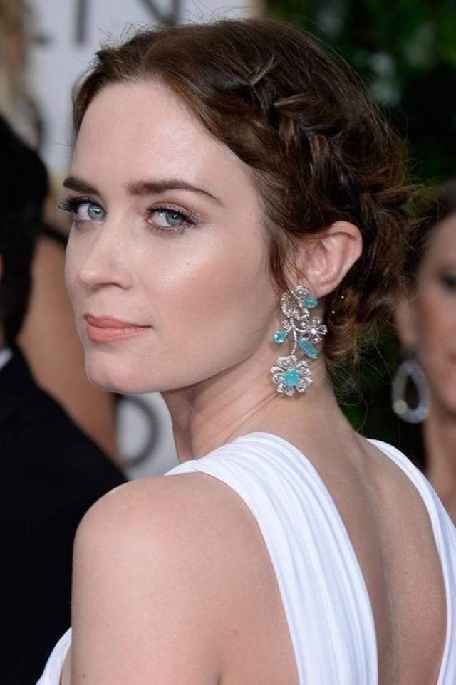 A atriz Emily Blunt apostou nas tranças para ir ao Globo de Ouro