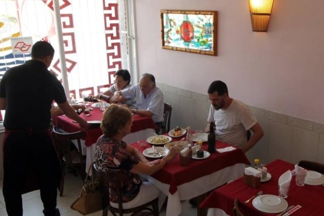 O Ton Hoi se apresenta fora da rota da Liberdade mas com constantes filas que marcam a tradição do restaurante