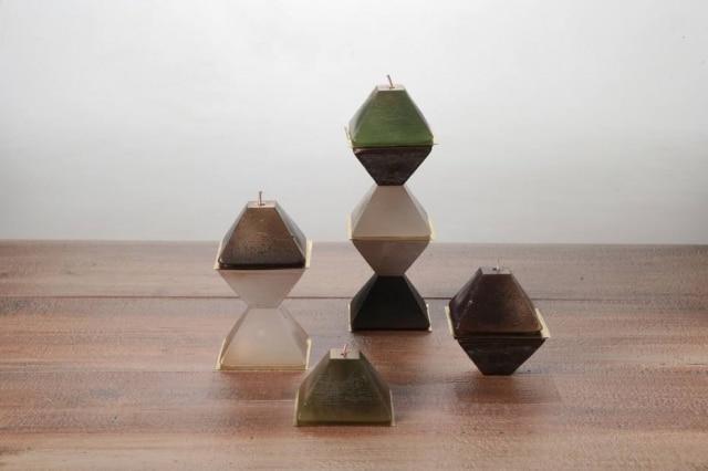 Simples e rápido de fazer, o arranjo de velas dá brilho à mesa de Natal e pode se adequar a estilos diversos