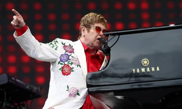O cantor Elton John fez post no Instagram apoiando o referendo sobre casamento homoafetivo que está em curso na Austrália.