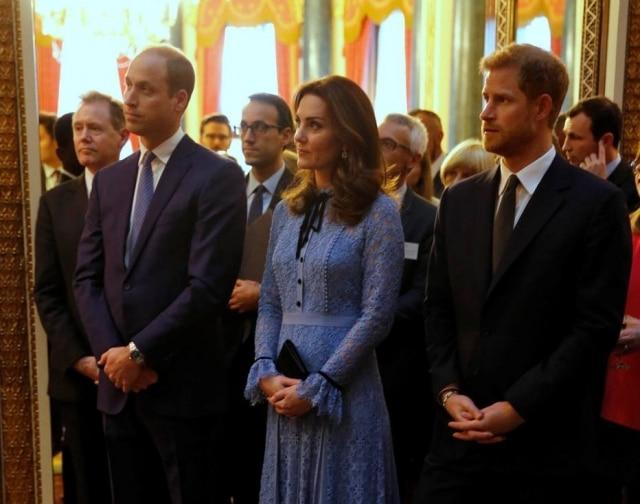 Príncipe William, Kate Middleton e príncipe Harry comemoram o Dia Mundial da Saúde Mental no Palácio de Buckingham, em Londres