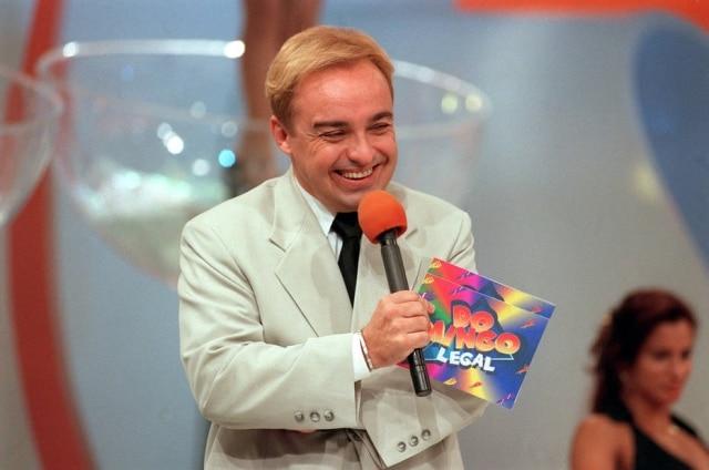 O apresentador de televisão Gugu Liberato grava o 'Domingo Legal' no SBT, São Paulo, em 2 de novembro de 1997
