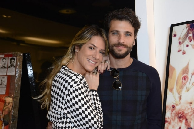"""Giovanna Ewbank disse que se fez de """"difícil"""" para Bruno Gagliasso não fugir após a primeira vez."""