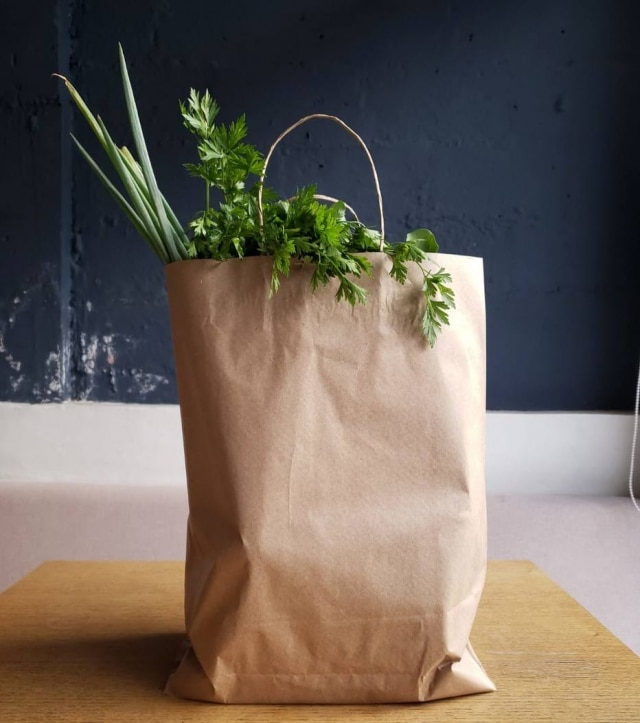Cesta semanal do restaurante Corrutela combina legumes e hortaliças orgânicas