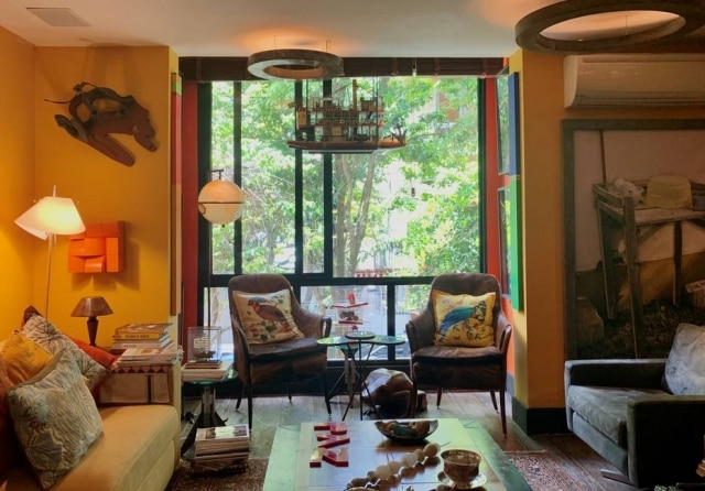 Maior transparência: em sala decorada por Chicô Gouvêa, parede é removida e, em seu lugar, é instalada uma janela