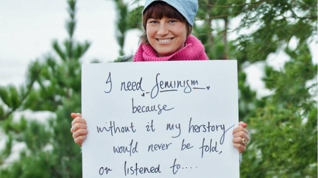 """""""Eu preciso do feminismo porque, sem ele, minha história nunca seria contada ou ouvida"""""""