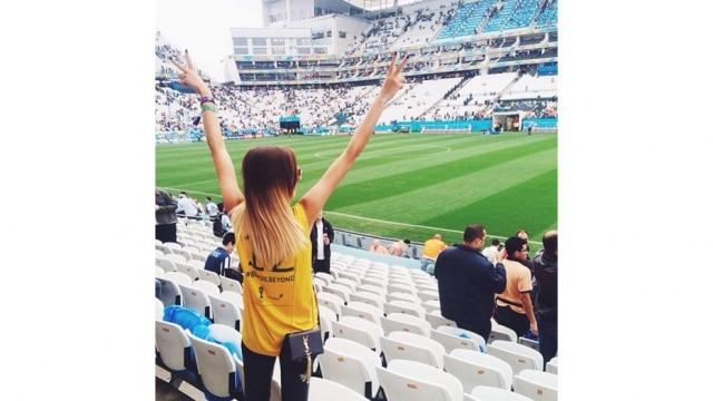 Em clima de Copa do Mundo, ela foi ao estádio do Corinthians para assistir ao jogo entre Argentina e Holanda