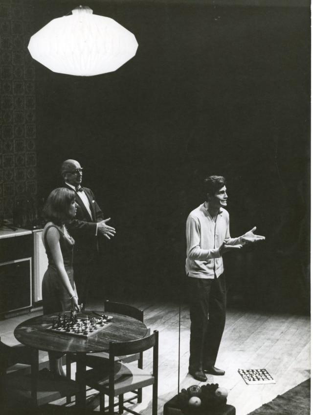Tarcísio Meira atuando no teatro em 1964