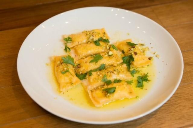 Bauletti recheados de ricota e servidos com manteiga de especiarias