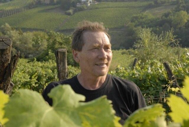Biodinâmico. O produtor italiano Stefano Bellotti se libertou de pesticidas no vinhedo. Mas perdeu classificação DOCG, a mais alta na Itália.