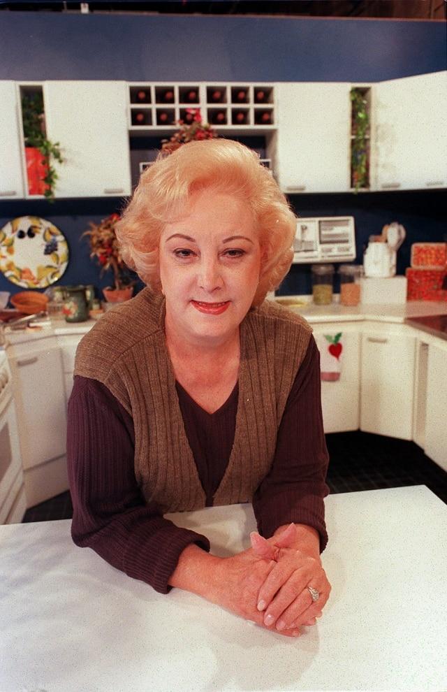 Ofélia Anunciato no estúdio de seu programa, em junho de 1996.