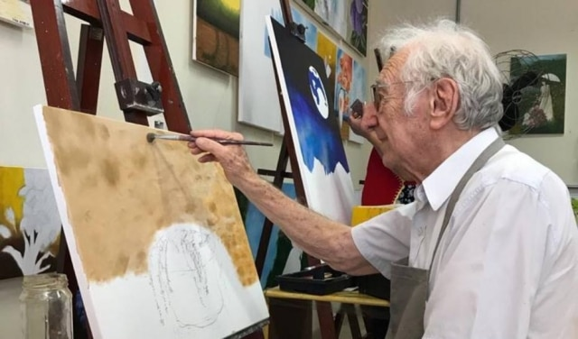 Com habilidades para desenho, senhor Carlos faz aulas de pintura e está indo para o segundo ano de Arquitetura e Urbanismo.