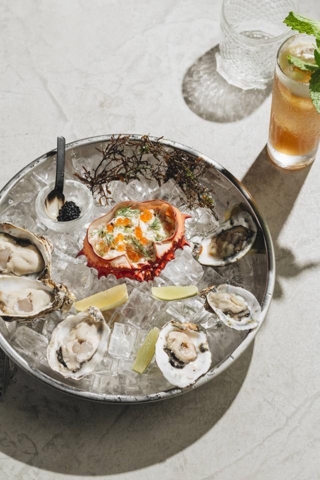 Do aquário: ostras e salada de caranguejo são destaques nessa seção.