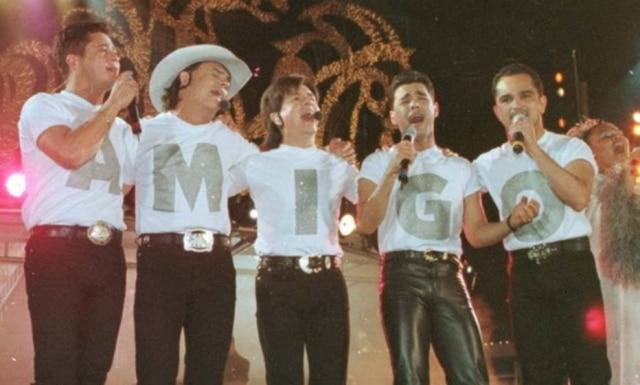 Grandes nomes da música sertaneja reunidos no último especial 'Amigos' que foi ao ar, em 1998.