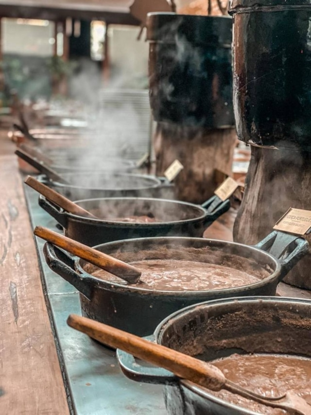 No Rubaiyat, bufê de feijoada oferece cada tipo de carne é oferecido separadamente.