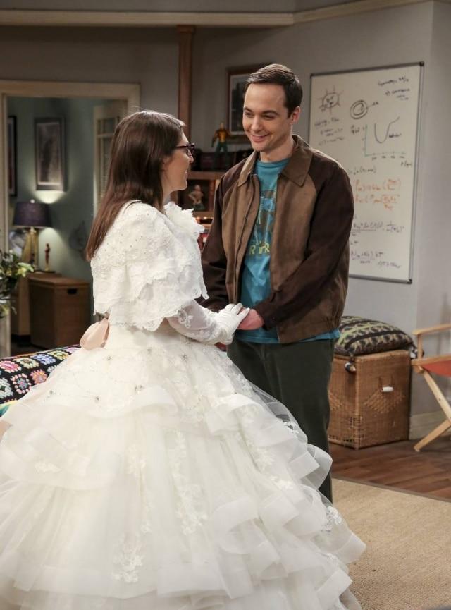 Amy e Sheldon no episódio final da 11ª temporada de'The Big Bang Theory'.