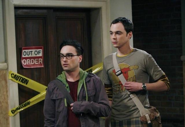 Os atoresJohnny Galecki e Jim Parsons no papel de Leonard e Sheldon.