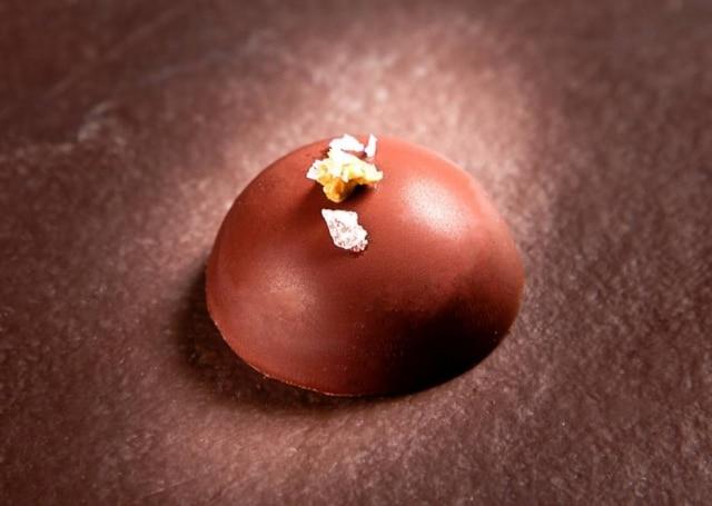 Com chocolate. Bombom da Bel Coelho