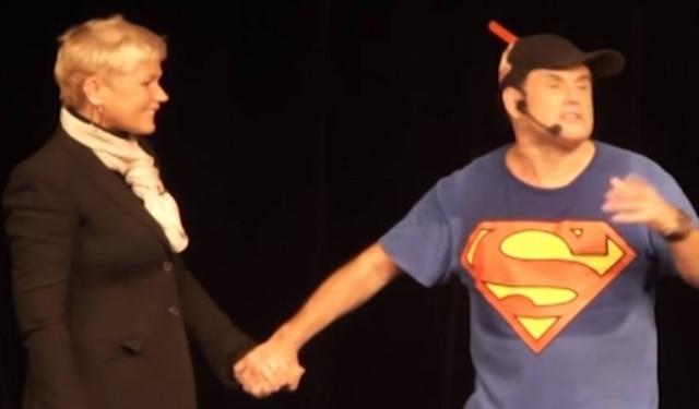 Xuxa e Sérgio Mallandro em show de comédia do humorista há alguns anos.