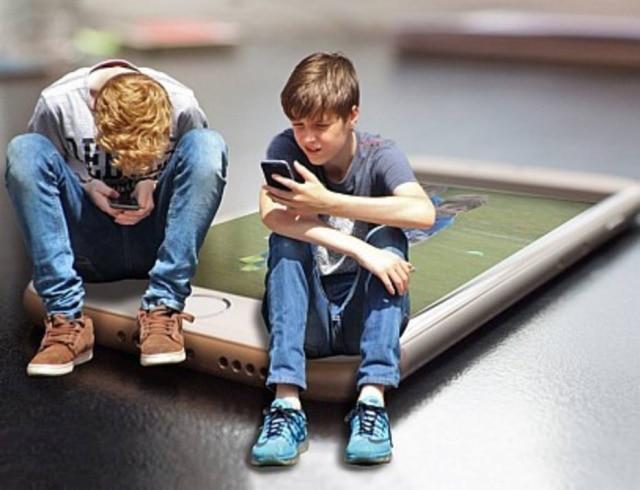 Uso da tecnologia em excesso pode atrapalhar relação entre pais e filhos.