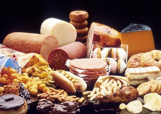 A gordura saturada é amplamente utilizada pela indústria de alimentos para oferecer características como crocância, maciez ou palatabilidade.