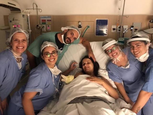 A doula Paulina Riquelme acompanha o parto de Carolina e a chegada do pequeno Theo durante a pandemia de covid-19