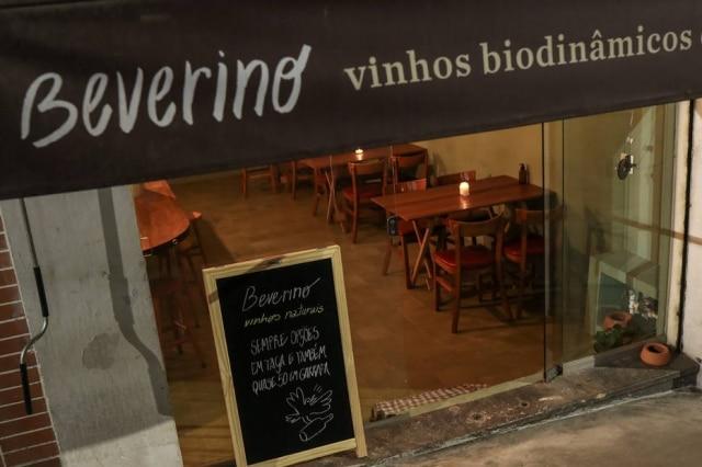 Fachada do Beverino, bar de vinhos na Vila Buarque