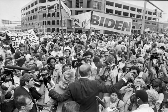 Joe Biden em campanha para se tornar o candidato democrata nas eleiçõse presidenciais de 1988.