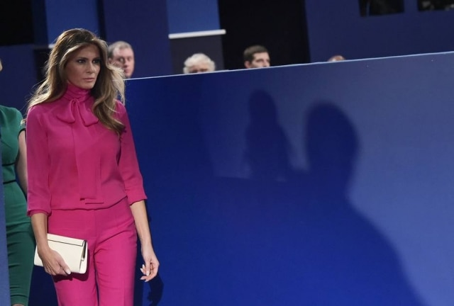 Melania Trump usou Gucci no debate entre os candidatos àpresidência dos Estados Unidos.
