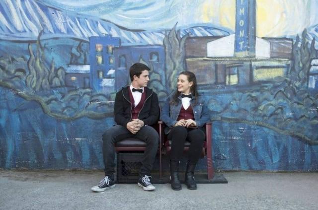 Clay Jensen e Hannah Baker são os protagonistas da série '13 Reasons Why'; série foi criticada por abordar o suicídio de forma leviana