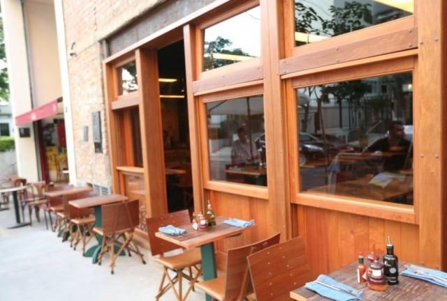 O Adeguinha dos Jardins, que fica colado com o restaurante Le Jazz, tem boas opções de tapas e vinhos de taça