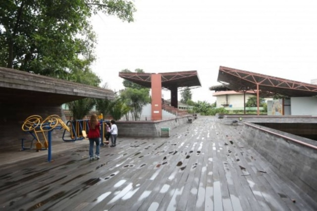 Área do cinema na Praça Victor Civita, em Pinheiros