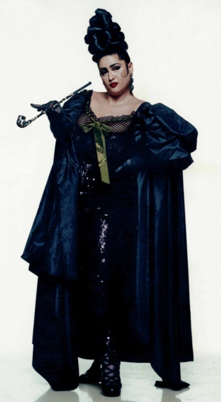 Stella Ellis,clicada em campanha daGaultier em1992, é conhecida como a primeira modelo tamanho grande.