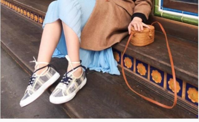 Amarrar tênis no tornozelo vira febre entre fashionistas