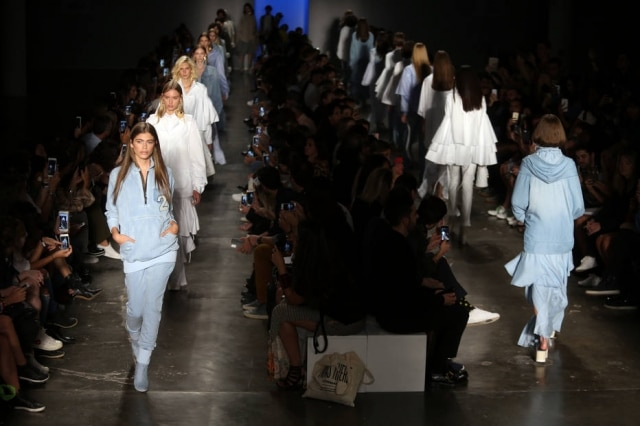 A estreante 2DNM apresentou uma coleção enxuta com muito jeans