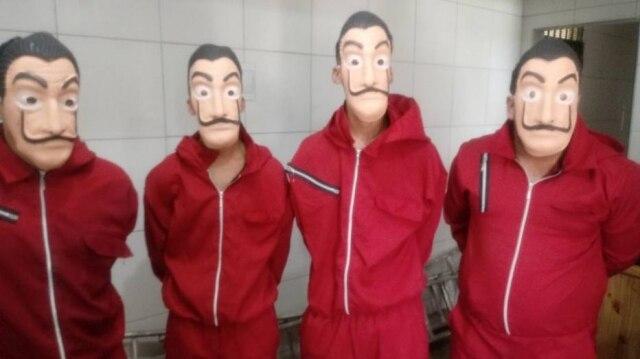 Rapazes invadiram presídio fantasiados como os personagens da série 'La Casa de Papel'