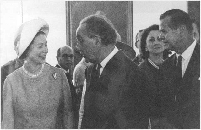 Rainha Elizabeth II inaugurou o prédio do Masp - Notícias - Estadão