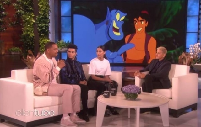 Os atores Will Smith, Mena Massoud e Naomi Scott no programa 'The Ellen Show'.
