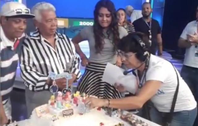 Roque comemora seu aniversário no SBT.