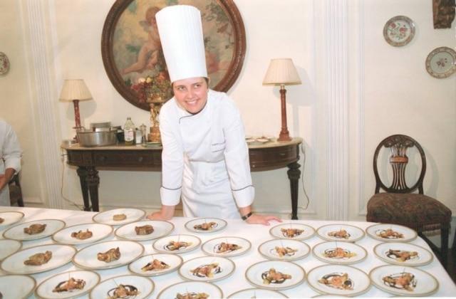 Roberta em foto tirada em 2001, quando era chef de cozinha do Palácio do Alvorada