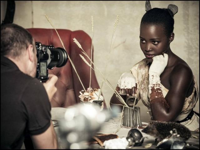 Atriz Lupita Nyong'o posa para as lentes de Tim Walker