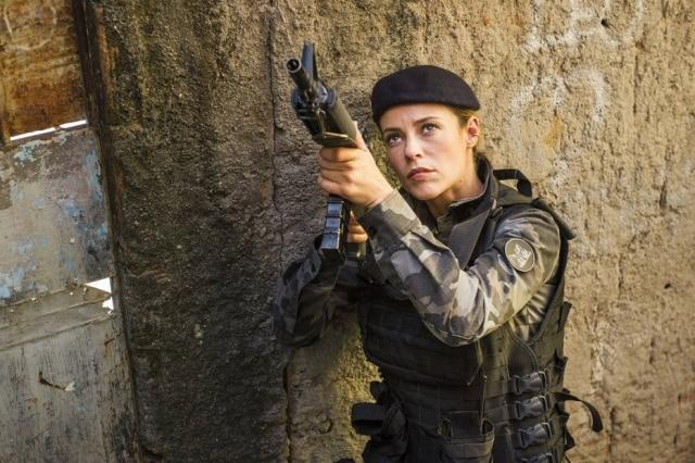 O mais recente trabalho de Paolla Oliveira na TV foi a interpretação da policial Jeiza